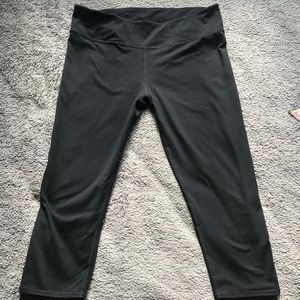Fabletics cropped pants waist 16 in length 28 in